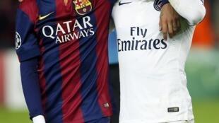 Lucas do PSG com Neymar do Barcelona depois da derrota do clube parisiense na Liga dos Campeões.