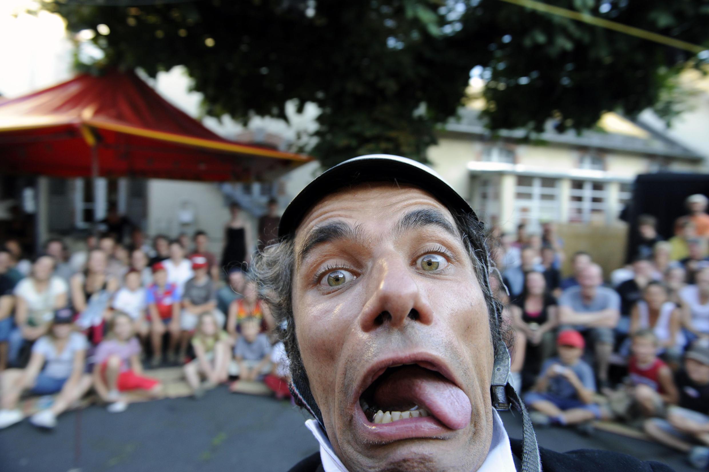 Международный фестиваль уличного театра в Орийаке каждый год привлекает более 100 тысяч зрителей