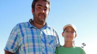 Ines Ibbou à 14 ans en compagnie de son ancien coach Midoun Zine-el-Abidine en 2013.