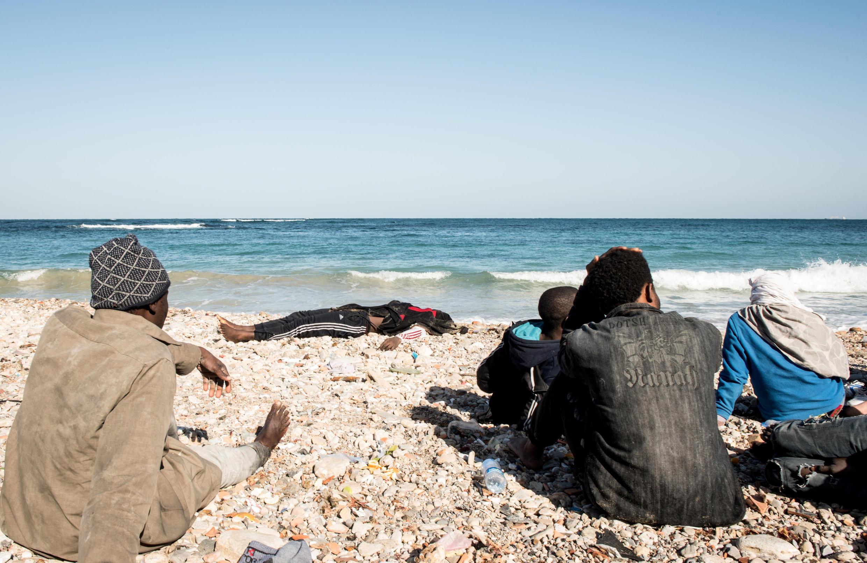 جسد یک پناهجو در سواحل طرابلس در لیبی که قصد داشت به اروپا بیاید