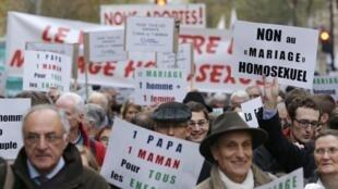 Manifestação contra o casamento gay em Paris no dia 18 de novembro de 2012
