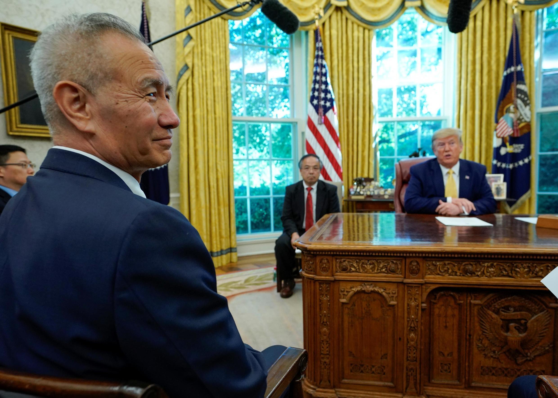 Tổng thống Mỹ Donald Trump tiếp phó thủ tướng Trung Quốc Lưu Hạc, trưởng phái đoàn đàm phán thương mại Trung Quốc, tại Nhà Trắng, ngày 11/10/2019.