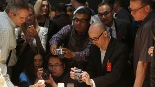 A venda do iPhone 5 é esperada por milhares de fãs da Apple no mundo todo.