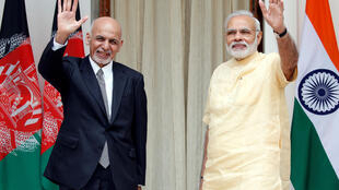ប្រធានាធិបតីអាហ្វហ្កានីស្ថាន Ashraf Ghani (ឆ្វេង)