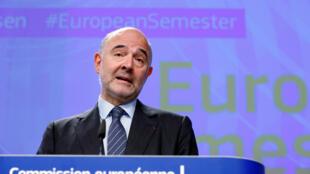 Le commissaire européen aux Affaires économiques Pierre Moscovici s'entretient lundi à Athènes avec le Premier ministre Alexis Tsipras et le ministre des Finances Eucleide Tsakalotos.