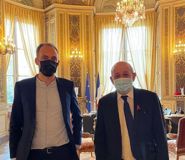 法国欧洲议会议员格吕克兹曼与外交部长勒德里昂资料图片