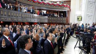 Los gobernadores de la Asamblea Nacional Constituyente prestando sermón, 18 octubre 2017 en Caracas.