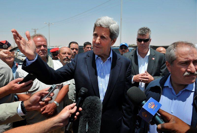 Ngoại trưởng Mỹ John Kerry gần phi trường Amman - Reuters