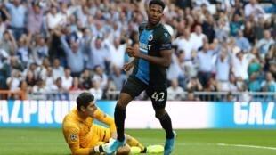 Le Nigérian Emmanuel Dennis Bonaventure a trompé deux fois la vigilance de Thibaut Courtois lors de Real Madrid-Club Bruges (2-2), en Ligue des champions.