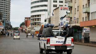 Selon des chiffres officiels, les forces de sécurité zimbabwéennes ont arrêté 600 personnes en trois jours, 1000 selon les organisations des droits de l'homme.