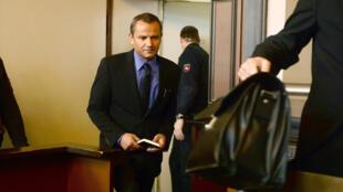 Sebastian Edathy devant le tribunal régional de Verden en Allemagne pour son procès, le 2 mars 2015.