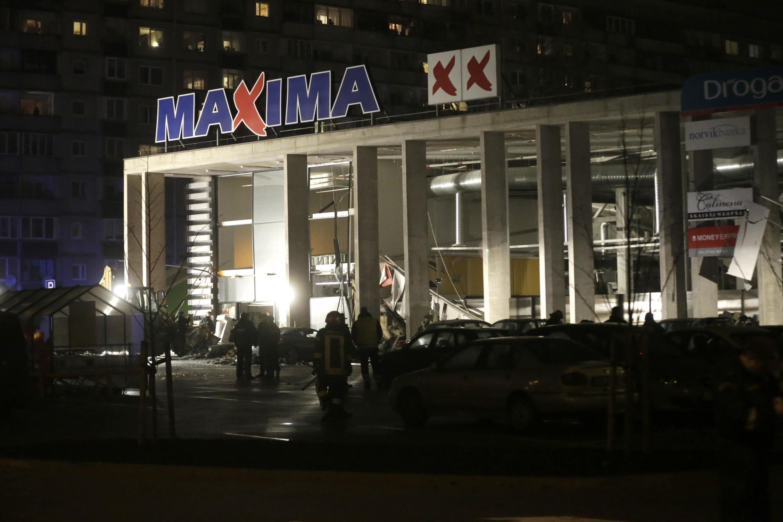 Imagem da fachada do supermercado Maxima em Riga, na Letônia