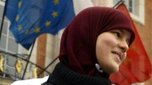A polêmica sobre o uso do véu islâmico volta à tona na França.