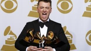 Sam Smith nhận giải thưởng Grammys.