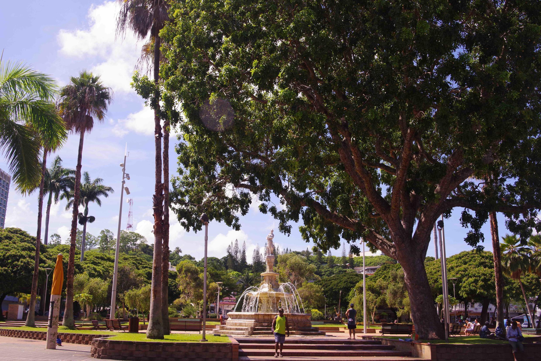 Place des Cocotiers, haut-lieu de la vie publique à Nouméa
