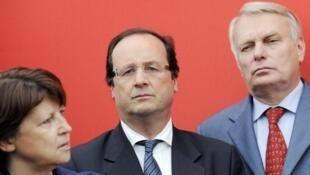 Tổng thống tân cử François Hollande (giữa) với bà Martine Aubry và ông Jean-Marc Ayrault (AFP)