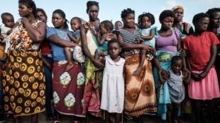 Todos os anos, a mais de três milhões de raparigas é-lhes roubada a infância e o futuro.