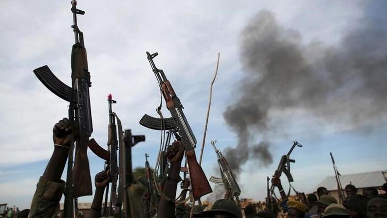 Repentant bandits surrender 216 rifles in Zamfara/Illustration (REUTERS/Goran Tomasevic/File Photo)
