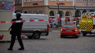 // Le centre-ville de Trèves (Allemagne) est bouclé, le 1er décembre 2020, après qu'une voiture qui a foncé sur des piétons. (le 1 décembre 2020)