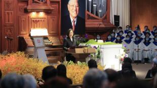 Lễ tưởng niệm cố tổng thống Lý Đăng Huy (Lee Teng-hui),  kiến trúc sư của tiến trình dân chủ hóa Đài Loan. Trong ảnh, tổng thống Thái Anh Văn đọc diễn văn tại một giáo đường thuộc Đại học Aletheia, Đài Bắc, ngày 19/09/2020.