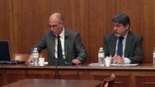 O professor Leonardo Tonus, curador do Printemps Littéraire Brésilien, e Paulo César de Oliveira Campos(direita), embaixador do Brasil na França.