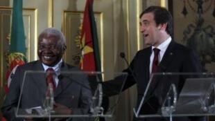 O presidente moçambicano, Armando Guebuza, e o primeiro-ministro português, Pedro Passos Coelho, na primeira cimeira bilateral em Lisboa a 29 de Novembro de 2011