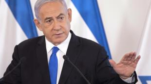 Israeli Prime Minister Benjamin Netanyahu shows a slideshow during a briefing to ambassadors to Israel at the Hakirya military base in Tel Aviv