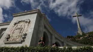 Thánh đường Valle de los Caidos, với thánh giá cao 150 mét, tại khu tưởng niệm, nơi có mộ nhà độc tài Tây Ban Nha Francisco Franco.