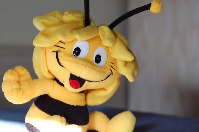 Planeta Junior y Greenpeace, encargan a la Abeja Maya la misión de informar y de salvar a este insecto polinizador.