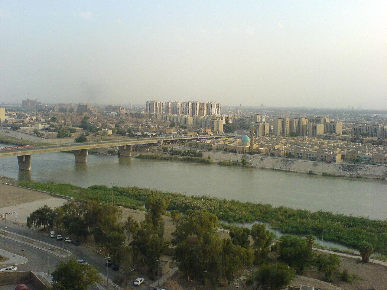 Vue de la rue d'Haïfa et le Tigre, à Bagdad.