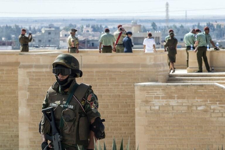 دست کم ٣۵ پلیس مصری در حملۀ گروههای اسلامگرا کشته شدند.