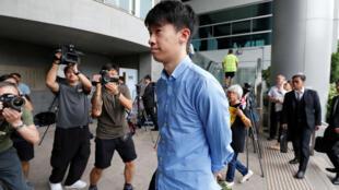 圖為被判非法集會罪成的前香港立法議員梁頌恆於法庭前