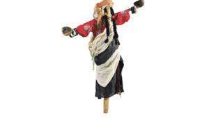 En Marruecos y sur de Argelia, presencia de muñecas asociadas a los ritos de la lluvia.