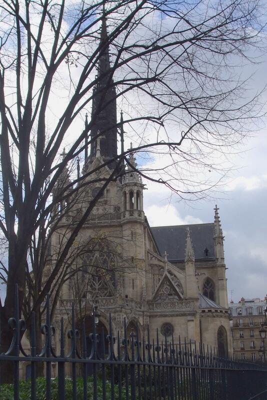 Igreja Saint Bernard em Paris, onde em 1996 refugiados clandestinos se instalaram antes de ser expulsos por ordem do primeiro-ministro Alain Juppé.