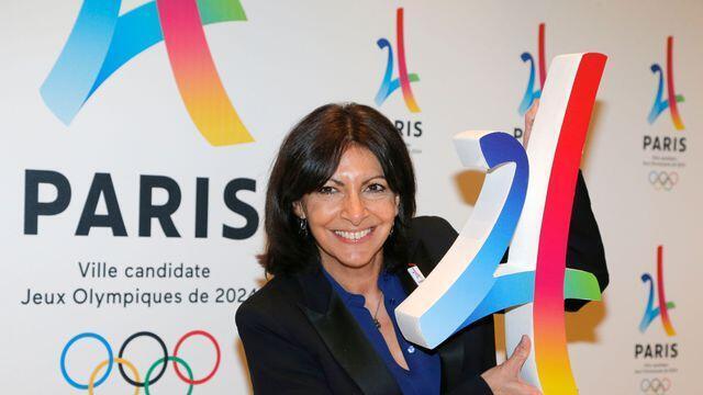 Thị trưởng Paris Anne Hidalgo giới thiệu biểu tượng Thế Vận Hội 2024, tháng 2/2016.