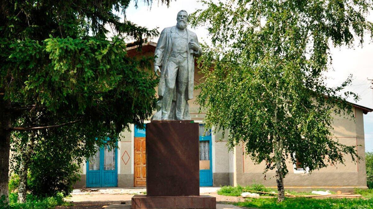 Украинский памятник Энгельсу в Манчестере