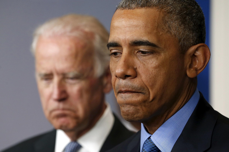 Barack Obama et son vice-président Joe Biden, au moment de réagir à l'annonce de la fusillade de Charleston, le 18 juin 2015, à Washington.