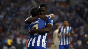 Jackson Martínez e Josué (de costas), dois jogadores do FC Porto que marcaram frente ao Marítimo.