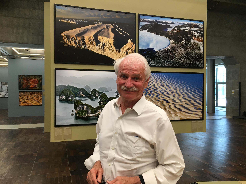 Le photographe Yann Arthus-Bertrand y tient: tous ses projets sont «compensés carbone», grâce à des opérations de reforestation ou l'investissement dans des énergies renouvelables.