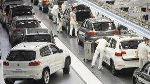 Une chaîne de montage de l'usine Volkswagen de Wolfsburg.
