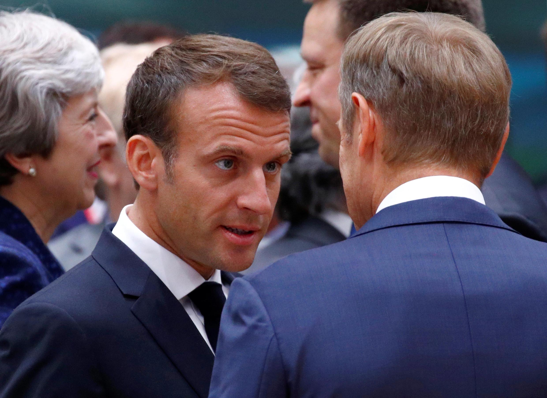 Le président français Emmanuel Macron en discussion avec le président du Conseil, Donald Tusk. «L'Europe aura encore à vivre longtemps avec des pressions migratoires qui viendront de pays en crise, de pays pauvres», a souligné le président français.