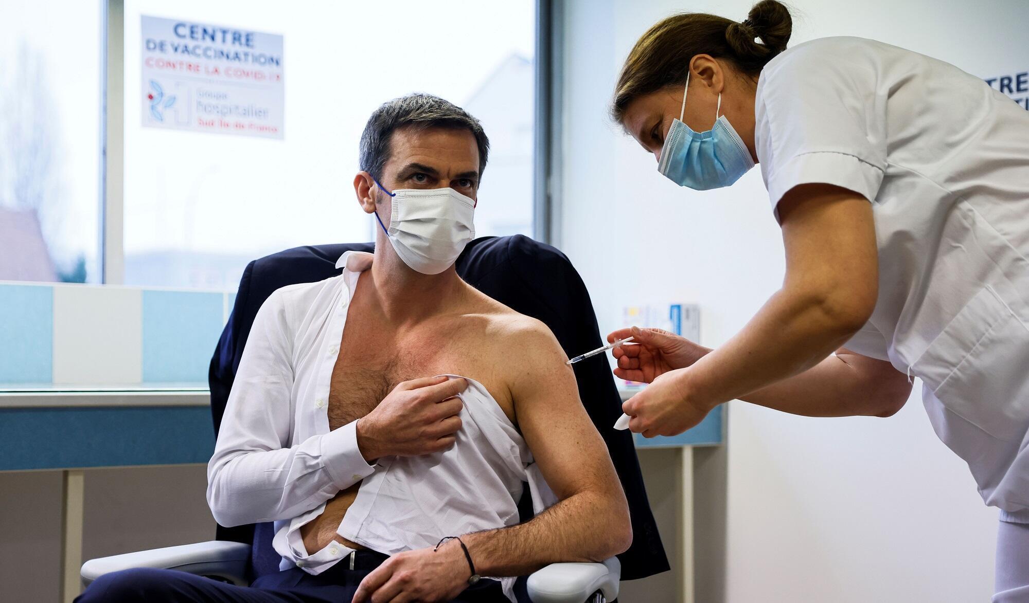 2021-02-08 france covid-19 coronavirus health minister olivier veran vaccine astrazeneca syringe injection
