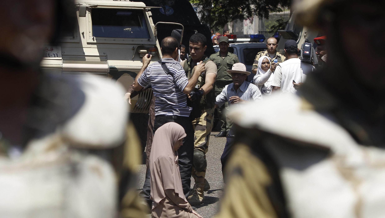 Partout en Egypte, les mesures de sécurité ont été renforcées avec la multiplication des rassemblements de pro et anti-Morsi.