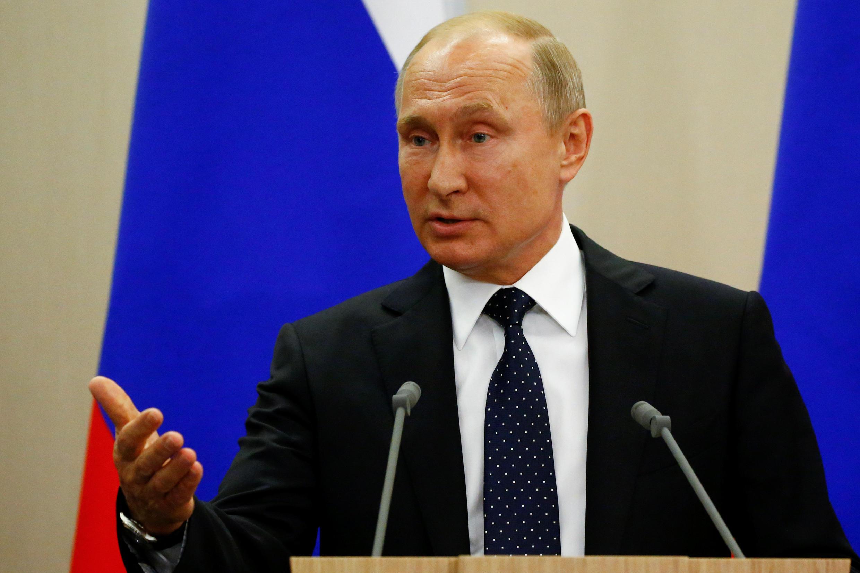 Tổng thống Nga Vladimir Putin phát biểu là nước Nga đã mở rộng vòng tay, trái tim và đất nước để chào đón tất cả người hâm mộ bóng đá đến với giải vô địch 2018 tại Nga