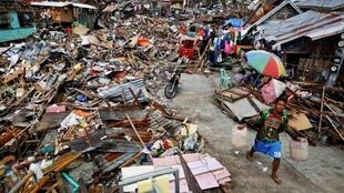 Une région dévastée par le typhon, à Tacloban, le 18 novembre 2013.