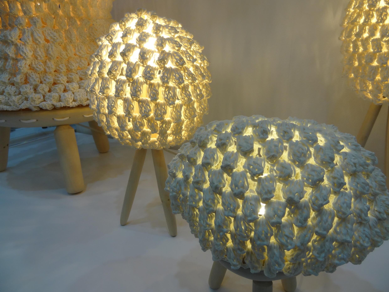 «Interior Lighting» («Eclairage intérieur»), par l'artiste Hyunjung Kim. Des abat-jour fabriqués avec du papier traditionnel coréen, le «hanji».