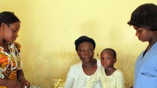 Le taux de mortalité des enfants de moins de cinq ans a été réduit de plus de moitié.