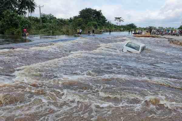 Ambaliyar ruwa a Patani dake yankin Naija Delta a Najeriya 15, ga watan Oktoba 2012.