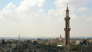 Vue de Khuza'a avec sa mosquée et son château d'eau détruits.