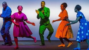 Un visuel de la pièce du célèbre metteur en scène américain Bob Wilson « Zinnias, la vie de Clementine Hunter ».
